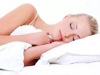 每天只睡6小时,一年增胖12斤!看完这篇文章,你还敢晚睡吗?
