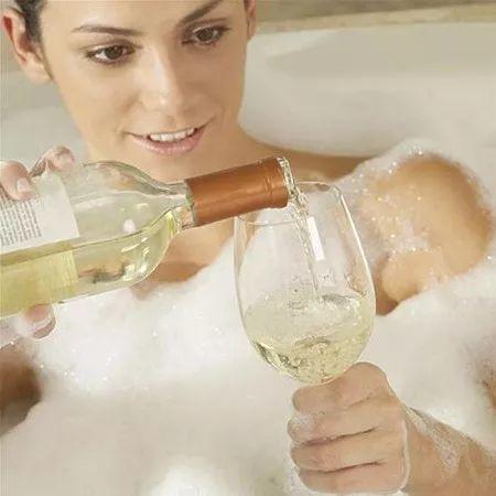 这样洗澡=生病+短命,尤其是夏天!这个提醒太及时了~  名医养生
