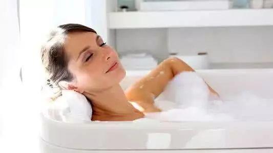 夏天洗澡时越爱洗这里,寿命越长久!80岁老中医用了一辈子!
