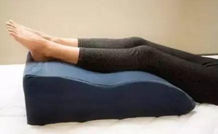 比跑步更毁膝盖,这是最损害身体的动作!你却天天在做