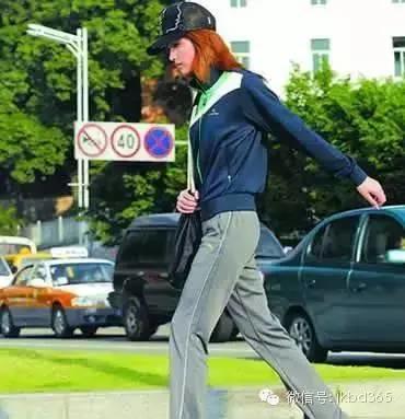小步快走,预防早衰!寿命和你平时的姿势有关哦!