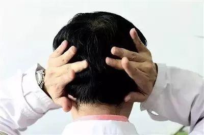 【医生说】捏耳朵的好处,实在是太惊人了!还不知道你就亏大!