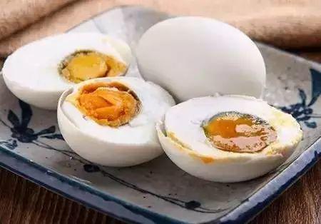 """咸蛋黄致癌因为""""它""""!资深营养师教你怎么吃?所有人都该看看!"""