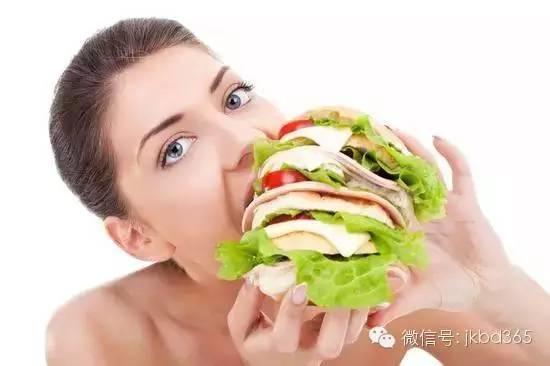 晚上肚子再饿,这几类人不能随便吃东西!
