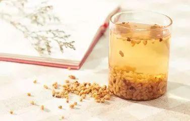 把大米炒一下,竟成了一味药!刮走肠道毒素垃圾,大肚子消失不见!