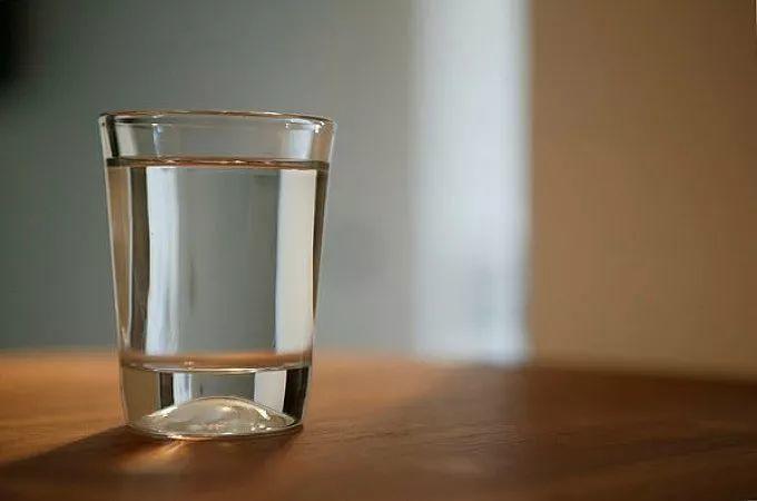 """""""晨起一杯淡盐水""""?你苦苦坚持几年的好习惯居然是错的!"""
