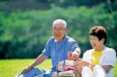 人民日报推荐给所有中老年朋友的生活方式,收藏起来照着做!