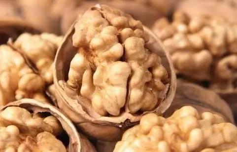 医生推荐:中老年人吃它每天3粒,清血管防血脂,吃过都说好!