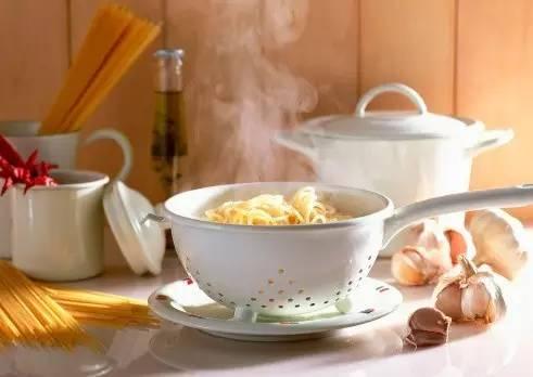 煮面条用热水还是冷水?这么多年都煮错了~