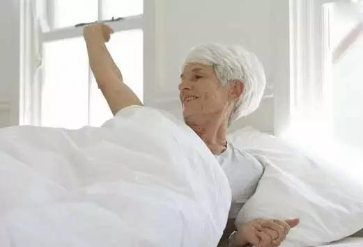 【听健康】中美两国教授提醒:50岁后,这8个动作千万别做~