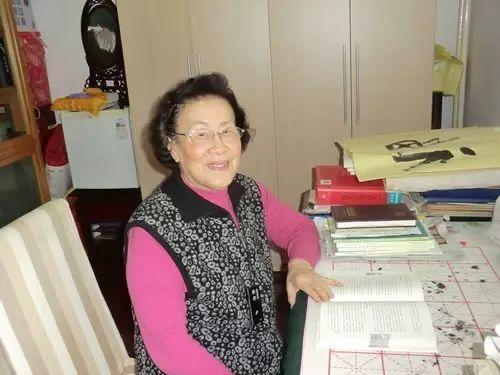 """【听健康】90岁""""神仙奶奶""""脸上几乎无皱纹,保持年轻的方法竟如此""""简单""""..."""