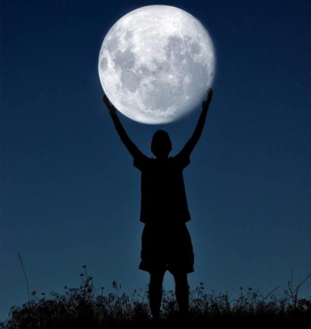 中秋赏月不出门,朋友圈最有创意的月亮美图大全!