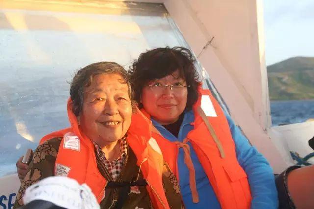 一对北京的姐妹,用几年的时间带着老年痴呆的妈妈去了十几个国家!