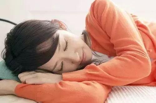 睡觉时身体突然抖一下,瞬间被惊醒!原因你一定想不到
