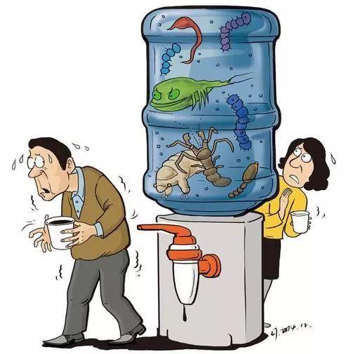 央视揭秘:桶装水放三天,细菌比自来水还多?开封多久喝完好