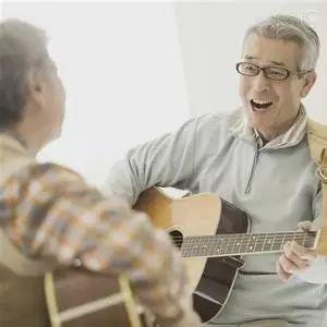 趁我们还不够老,让人生多一点欢笑!