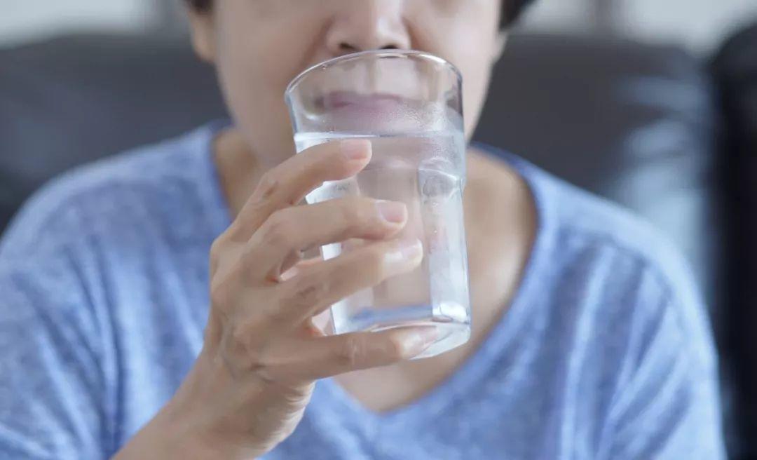 一个震惊世界的医学发现:口渴,竟然意味着…