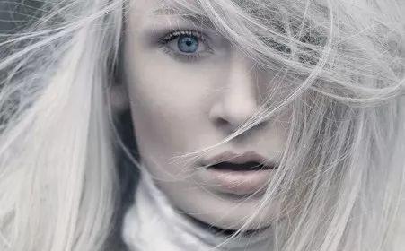 白发越来越多,原来是这里出了问题,两个按摩法,重返乌黑发